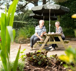 Couple enjoying ground of Kenegie Manor