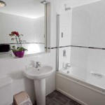 kenegie gold apartments - bathroom